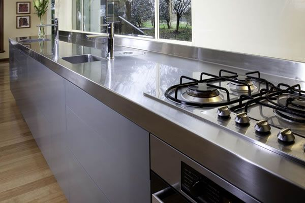 5 Considerations when choosing a splashback: http://www.smarterkitchensmelbourne.com.au/5-considerations-selecting-kitchen-bench-top/
