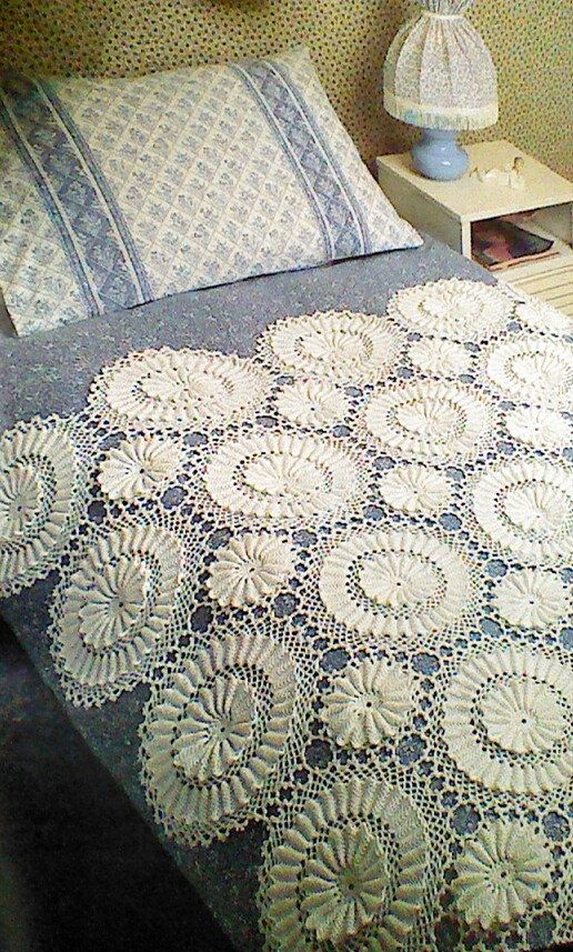 Vintage Crochet Heirloom Bedspread Pattern door MAMASPATTERNS
