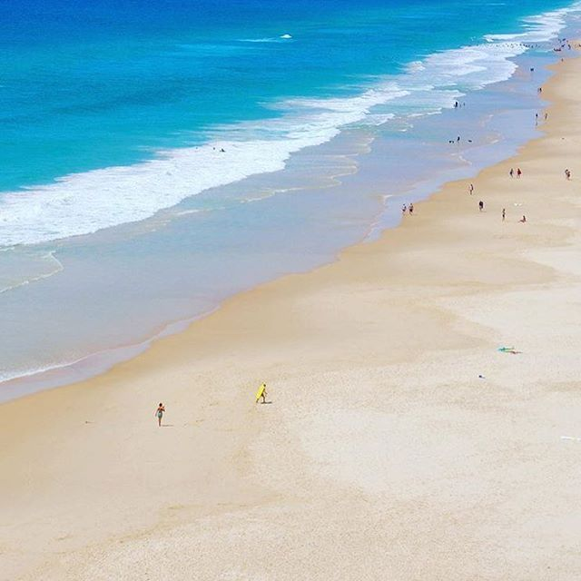 Hello Sunshine Beach, you're looking mighty fine down there! Sunshine Beach is nestled into the southern end of the Boosa National Park, and has an ambience that blends surf style with a laidback local vibe.