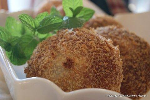 Deep Fried Potato Croquette Bread 고로케 빵 | Misty Yoon