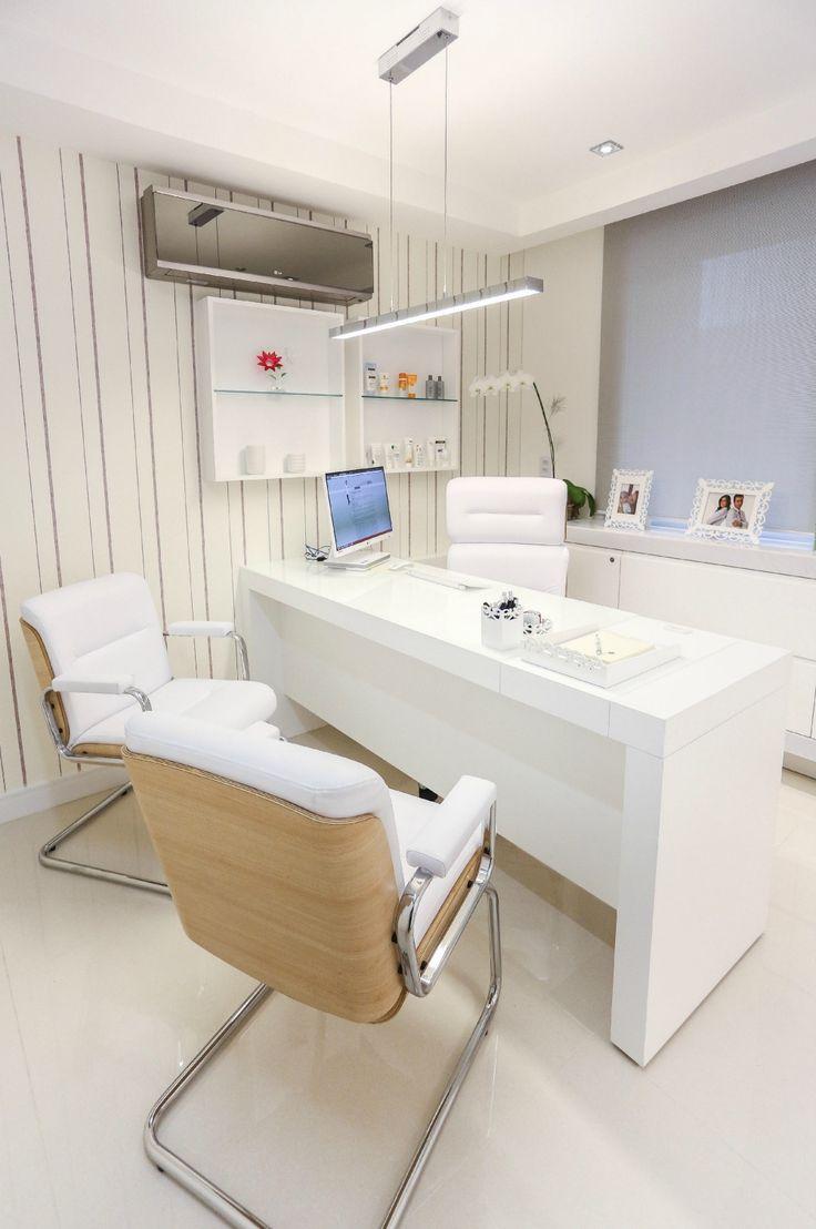 Consultório médico prima pelo conforto com toques de tecnologia | Casa&Cia
