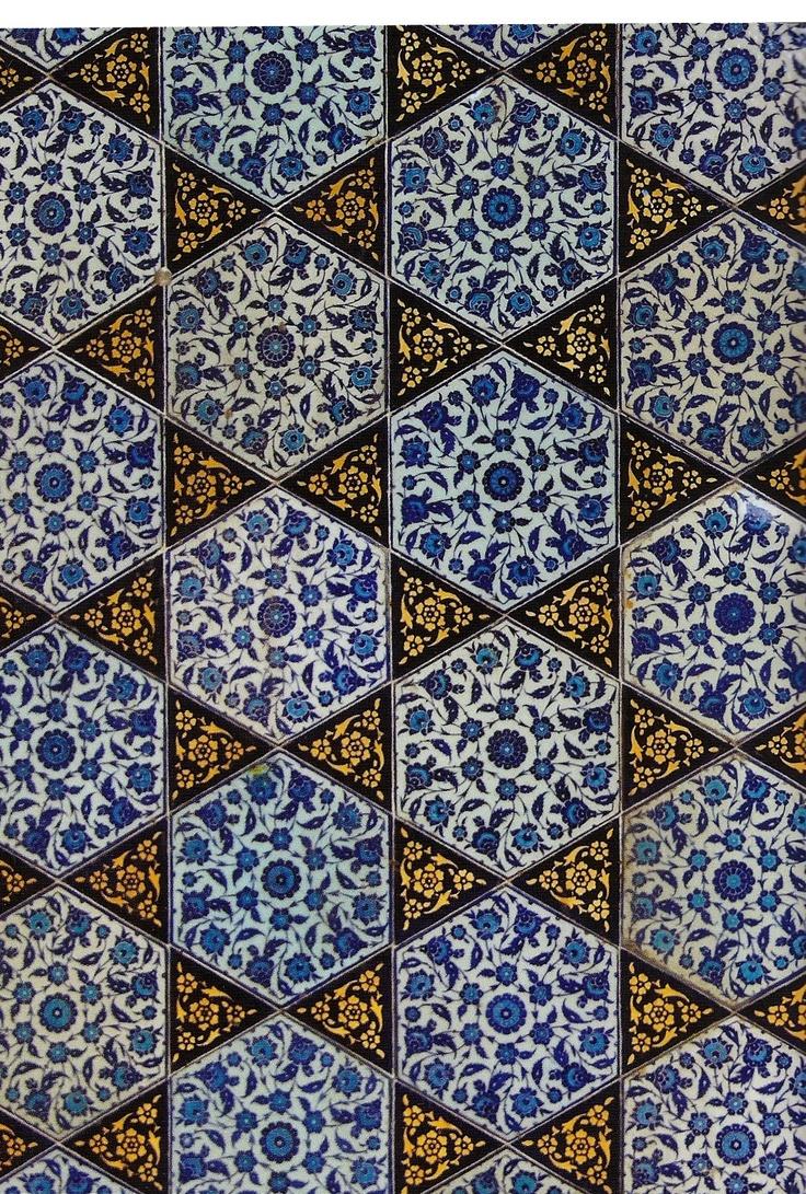 Iznik ceramic tiles  Topkapi Palace, Istanbul    Berlin Museum