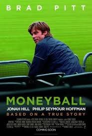 """""""Moneyball:     Rompiendo las reglas"""" está basada en la historia real de Billy Beane (Brad Pitt), una prometedora estrella del béisbol que, incitado por el fracaso de no haber demostrado en el campo todo lo que se esperaba de él, enfocó toda su naturaleza competitiva hacia el área de la dirección de equipos."""