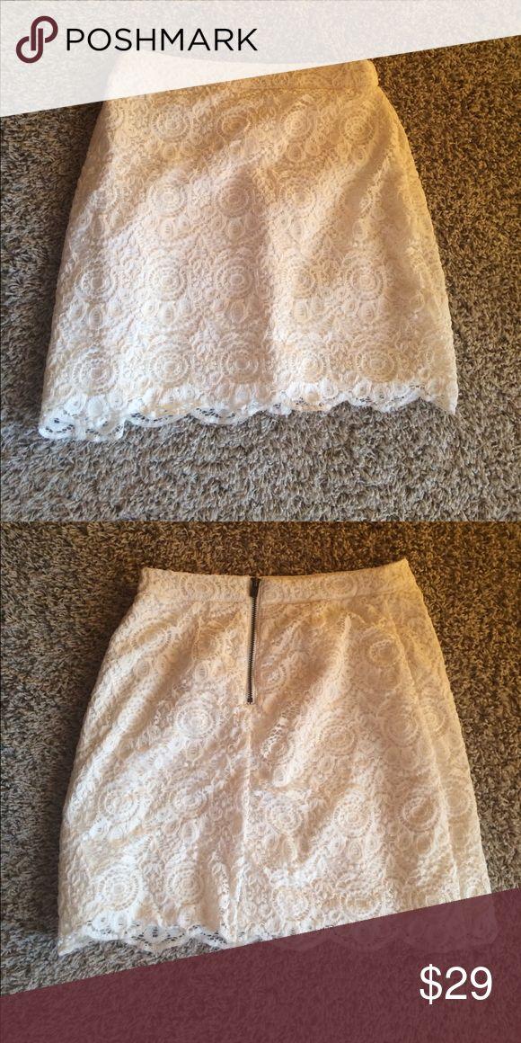 NWOT white skirt White lace hollister skirt. NWOT. Size 00 Hollister Skirts Mini