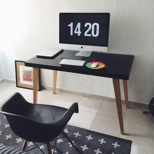 Nos encanta como nuestros clientes crean sus espacios de trabajo #HomeOffice. El Escritorio Manku brillante con un toque de elegancia y la silla Armchair Eames crean la combinación perfecta junto con el tapete con textura en los mismos tonos. #TuEspacioLASDDI #InteriorDesign #HechoEnMexico #Lasddi.com