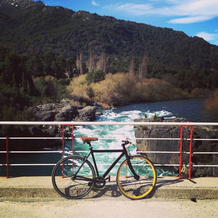 Y llegamos con otra #bici #fixie a #futaleufu ! Gracias @steelbouza!! Arma tu #bicicleta con http://ift.tt/1Vn464h desde $194.900 y te la mandamos para la casa! #ciclistaschile #enbiciando #ciclistasurbanos #furiososciclistas #arribadelachancha #bicicletas #armatubici_cl
