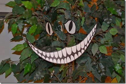 Alice in wonderland - Cheshire Cat smile & eyes can be placed nearly anywhere for an easy decoration