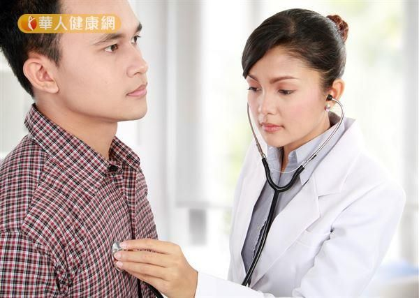 血癌擅自停藥?當心加速惡化降存活- 40歲陳先生於在6年前被診斷罹患慢性骨髓性血癌,在定時服藥、持續追蹤下,不僅癌細胞已受到良好的控制,血液中更已偵測不到任何致癌基因。(圖片僅供示意,非事件當事人)