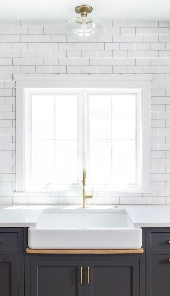 Hot New Kitchen Trend: Dark Cabinets, Subway Tile & Shiplap (Home Bunch – An Interior Design & Luxury Homes Blog)