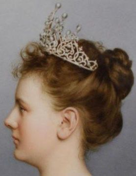 Queen Wilhelmina wearing the Württemberg Ornate Pearl Tiara, one of the Dutch tiaras with a slightly uncertain provenance.  The tiara was either made for Queen Sophie (born a princess of Württemberg) in the 1830s and then reworked for Queen Wilhelmina in 1897, or made new in 1897 from a collection of pearls owned by the family.  Like most of the Dutch tiaras, this one can be worn a few different ways; it has a set of drop pearls that can be attached to the top.