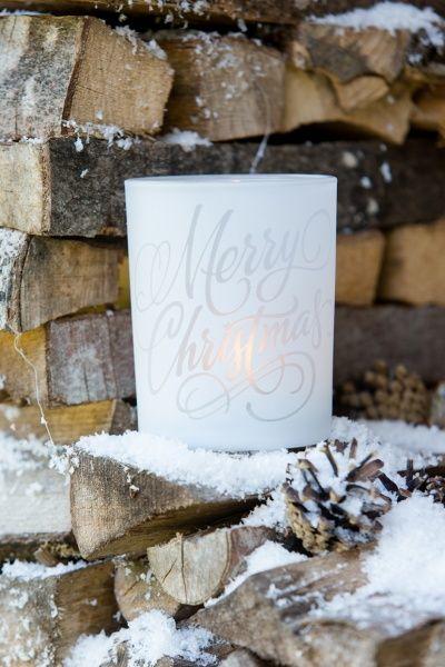 Skjønn lysholder i frostet glass fra Riviera Maison Middels stor H 12,5x D9 cm.