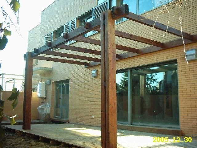 P rgola de madera adosada a pared trasera este elemento - Estructura casa de madera ...