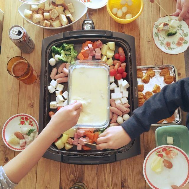 yaikoさんの、リビング,DIY,廃材利用,雑貨,団地 賃貸,100均,セリア,エコライフ,手作り,ダイソー,古材風♡,ダイニングテーブル,ダイニングテーブルDIY,ダイニングテーブルリメイク,チーズフォンデュ,耐熱皿,ナチュラルキッチン,ナチュラルキッチンの雑貨,冬休み,ランチ,インテリアじゃなくてごめんなさい,ホットプレート,のお部屋写真
