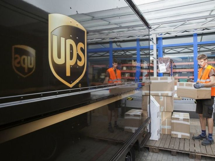Whether you're looking to make extra cash, head back to work part-time or get a foot in the door to a full-time career; the Holiday Season provides great opportunities for seasonal employment.  One such place looking for Santa's helpers is UPS.