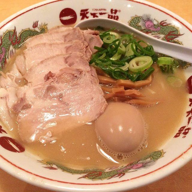 Famous chain stores in rich tonkotu ramen. Ultra-rich soup is addictive. It avid many fans.  #ramen #天下一品