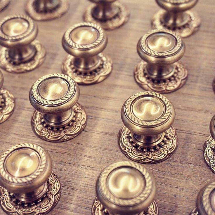 """ーデコラティブつまみー 真鍮古美仕上げの装飾性の高いツマミです。まとまった数量のご注文を頂きました。 """"Tsumami """",A knob of furniture.Decorative Cabinet knobs. #ツマミ #撮み  #家具金具 #家具金物 #箪笥金物 #箪笥金具 #建具金物 #金具 #金物 #和風金物 #和風金具 #室金物 #金物仕入所 #brass #hardware #knob #cabinet #cabinetknob #furniture #真鍮 #京都 #金物好き #真鍮古美 #古美 #デコラティブツマミ #ツマミいろいろあります"""
