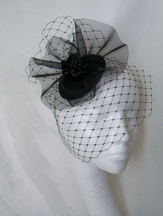 Black Hat - Merry Widow Blusher sluier en hoepelrok gotische Goth Victoriaanse Steampunk Percher bruiloft Fascinator Hat - to Order Made gesluierd