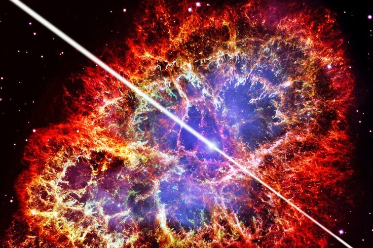 Der Krebsnebel, aufgenommen durch das Hubble-Weltraumteleskop, sowie der gezeichnete Strahl des zentralen Neutronensterns: Astronomen haben energiereiche Strahlungspulse aus dem Herzen des Krebsnebels eingefangen, die es eigentlich nicht geben dürfte