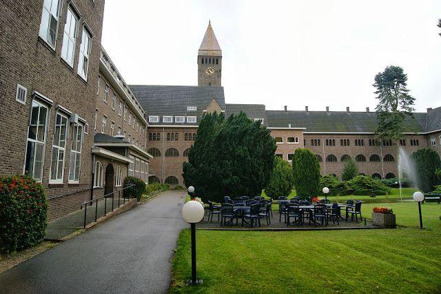 Berchmanianum is een klooster annex bejaardenhuis van de Jezuïten aan de Houtlaan in Nijmegen