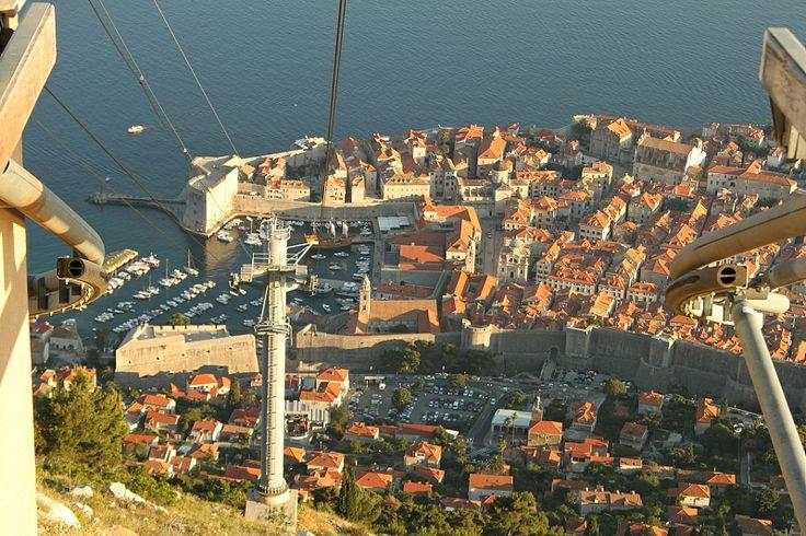 pohled z  lanovky na historické centrum Dubrovnika