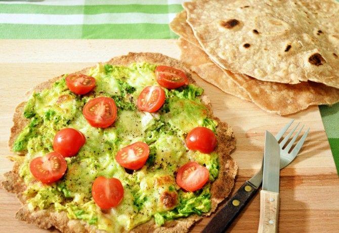 Teljes kiőrlésű tortilla lap avokádóval