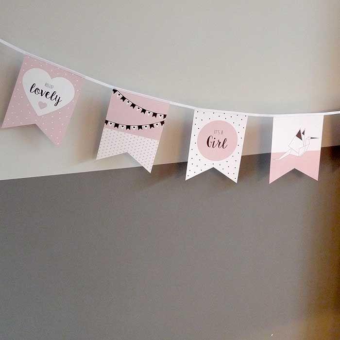 Vlaggenlijn geboorte meisje. Een unieke geboorteslinger. Met deze papieren vlaggenlijn geboorte it's a girl vier je dat er een meisje is geboren.