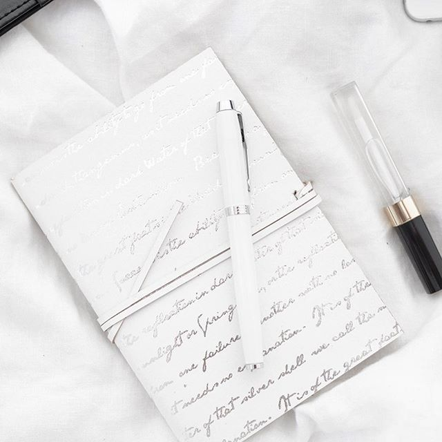 I think i should work in the office . I love stylish office details  like my me white pen @parkerpens . .  .  .  .  .  .  #office#parkerpen#houseshop#chanel#flatlay #flatlays #flatlaystyle #flat#everydaystories #officedetails #onthebedproject #notebook#homeoffice#whitepen