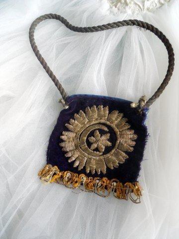 Late-Ottoman 'kese' (purse).  For men's tobacco, or for a small Kuran. 19th century.  Silk velvet, adorned with goldwork embroidery (technique: 'sarma' / 'Maraş işi').