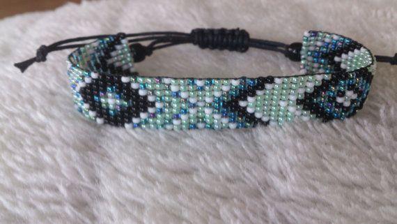 Handgeweven kralenarmbandje/Loom beaded bracelet door Suusjabeads, €13.50