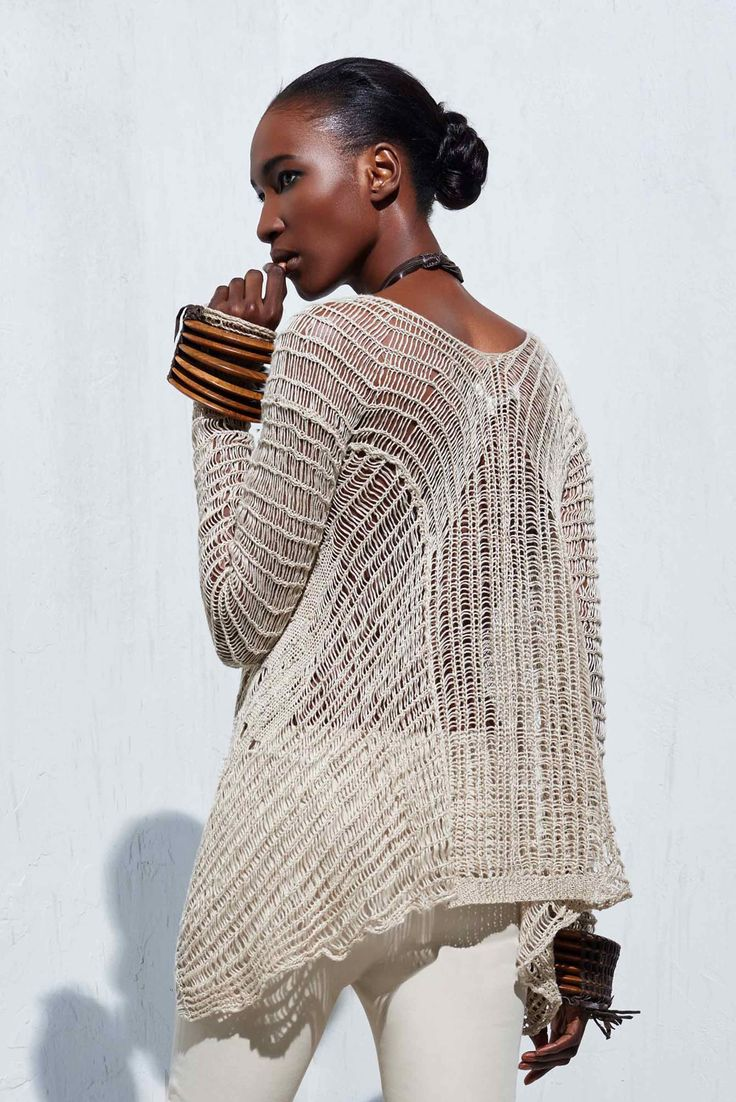 Long sleeve flare sweater knitted in a 'scratched' detail made from pure linen yarn.
