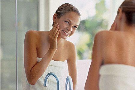 Per ottenere una perfetta pulizia del viso e un peeling dolce al mattino, potete usare questo  accorgimento: mescolare alla schiuma del vostro sapone anche un po' di zucchero!
