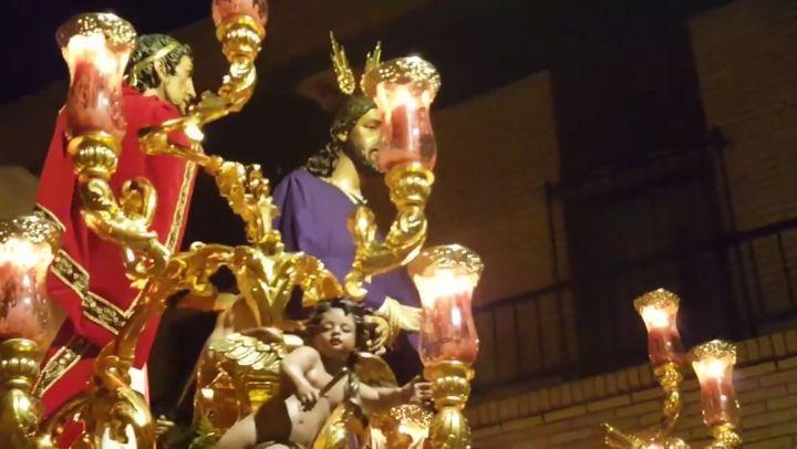 Buenas Noches qué descansen! A solo 4 Sábados para el de Pasión en Torreblanca... El misterio de Nuestro Padre Jesús Cautivo ante Pilatos a sones de 'La Salve' por @agrupacionvr  la noche del pasado Sábado de Pasión.  Imágenes: Canal YouTube; Semana Santa de Sevilla 2018  #HdadDoloresTorreblanca #DoloresTorreblanca #CautivoTorreblanca #CautivoantePilatos #LaSoledaddelCautivo #VR #AgrupaciónVR #AMVirgendelosReyes #VirgendelosReyes #LaSalve #ServalaBari #Torreblanca #SemanaSantaSevilla…