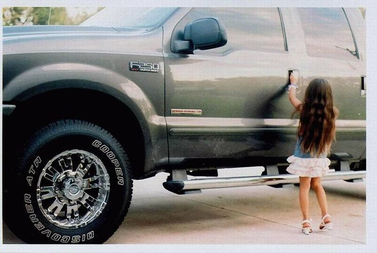 Big Ford Trucks   BIG FORD F-250 TRUCK - LITTLE GIRL TRYING TO GET IN!