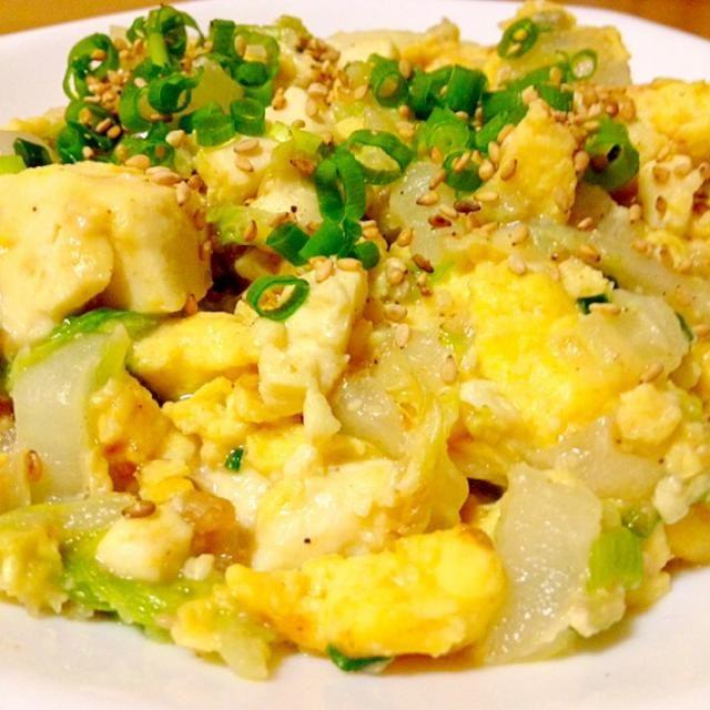 今日は、昨日UPされていたmottomatuさんの白菜と木綿豆腐の胡麻味噌チャンプルが美味しそうだったので作って食べました。 丁寧にレシピも教えて貰いました。 私は絹豆腐の固めのを買うので木綿豆腐ではありませんでしたが… この白菜と木綿豆腐の胡麻味噌チャンプルめちゃくちゃ美味しくてご飯にも合うし又リピしたい料理でした。  mottoさん、美味しいアイデア、料理、レシピ教えてくれてありがとうございました 食べともよろしくお願いしますね 我が家の定番になりそうです。 - 100件のもぐもぐ - mottomatuさんの白菜と木綿豆腐の胡麻味噌チャンプル✨固めの絹豆腐で by mayumi0525
