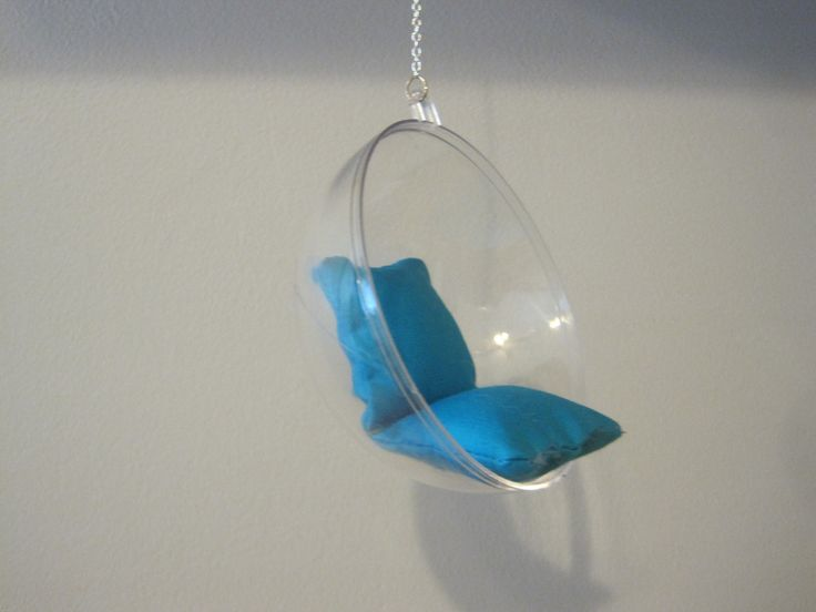 Miniature hanging chair. Use half of a bath bomb mold (Diy House Barbie)