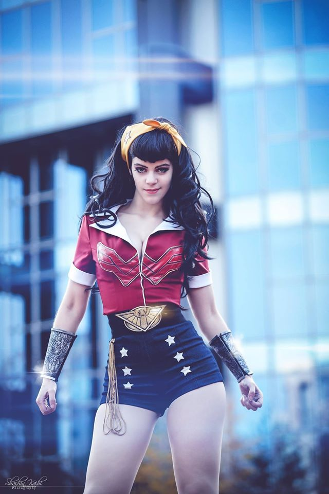 Wonder Woman cosplay by  LucioleS Cosplay Version: Bombshell By Ant Lucia Photo by Shashin kaihi Photography