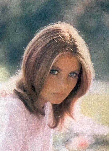 Claudia Rivelli   nasceu em Roma no dia 16 de junho 1950.    Claudia é irmã de Francesca Rivelli, também foi atriz da Lancio por alguns a...
