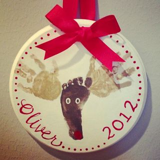ADORABLE Christmas ornament or wall plaque. Could put anything on them! Cool idea for something my church babies could make!