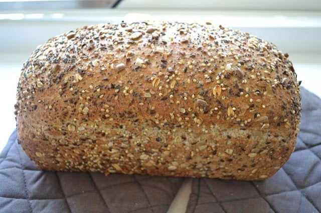 W at is brood bakken toch leuk om te doen! Dit keer een recept van Levine met volkorenmeel en zaden die ik bij de molen in Bu...