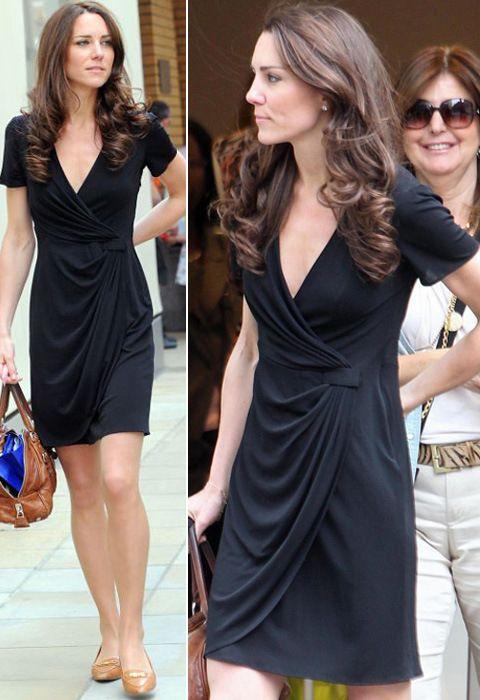 A Kate Middleton é super fã do vestido envelope e de vez em quando desfila com um modelito novo. ^_^  www.amovestidos.blog.br
