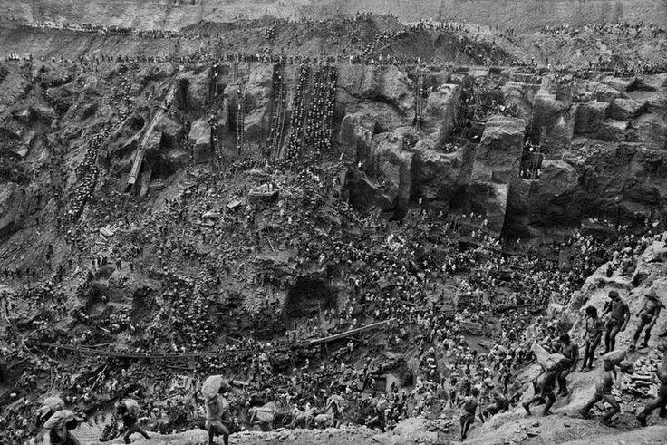 В начале 1980–х годов бразильский фотограф Себастьян Сальгадо побывал в шахтах Серра Пелада, расположенных в 430 км к югу от устья реки Амазонки, где в то время в полном разгаре была настоящая золотая лихорадка. Несколькими годами ранее ребенок нашел 6–граммовый золотой самородок в местной реке. Именно это событие и стало толчком к крупнейшей гонке за золотом в современной истории.