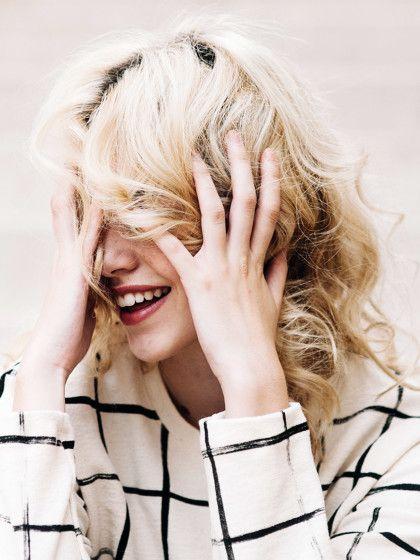 die besten 17 ideen zu locken mit gl tteisen auf pinterest haare locken haarfarbe blond und. Black Bedroom Furniture Sets. Home Design Ideas