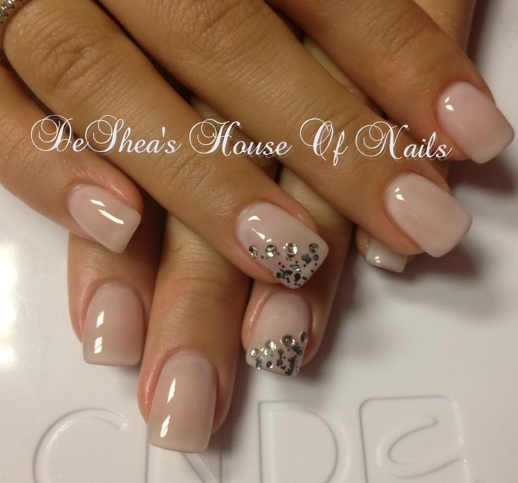 Nice and clean... Simple nude nails with a little glitter✨. Must try this