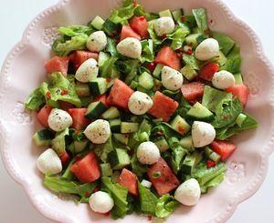 Fräsch sallad med melon och minimozzarella