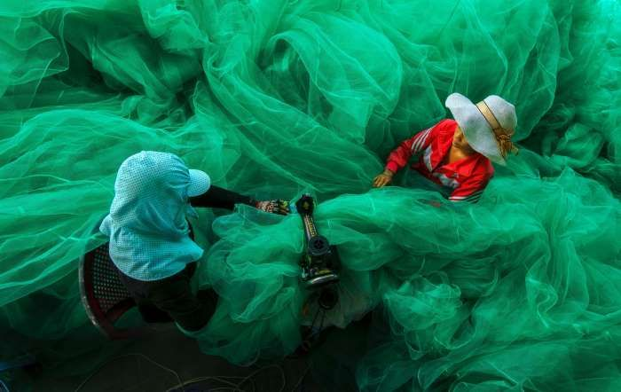 WINNER – VIETNAM Sewing the fishing net by Pham Van Ty
