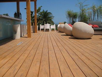 Deck externo é uma forma atraente de dar vida nova ao ambiente de lazer. Por ficar exposto ao tempo, o deck, não será tão durável quanto o resto da casa, a menos que você uma a melhor madeira, resistente ao clima e técnicas de instalação correta.