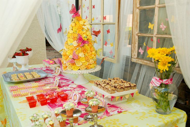 Outdoor table decoration butterfly theme decorations.