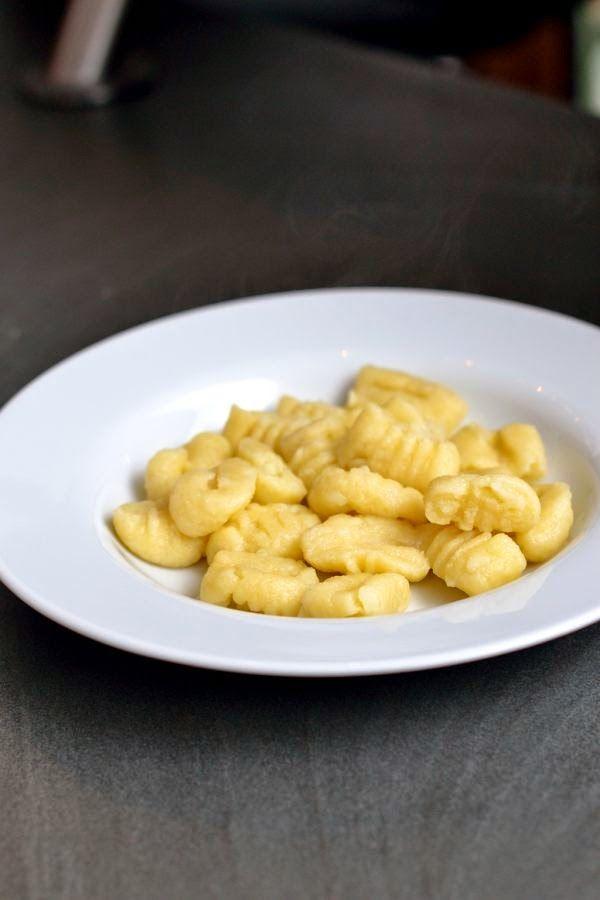 Gnocchi, selbstgemacht aus vorwiegend festkochenden Kartoffeln (vegan)