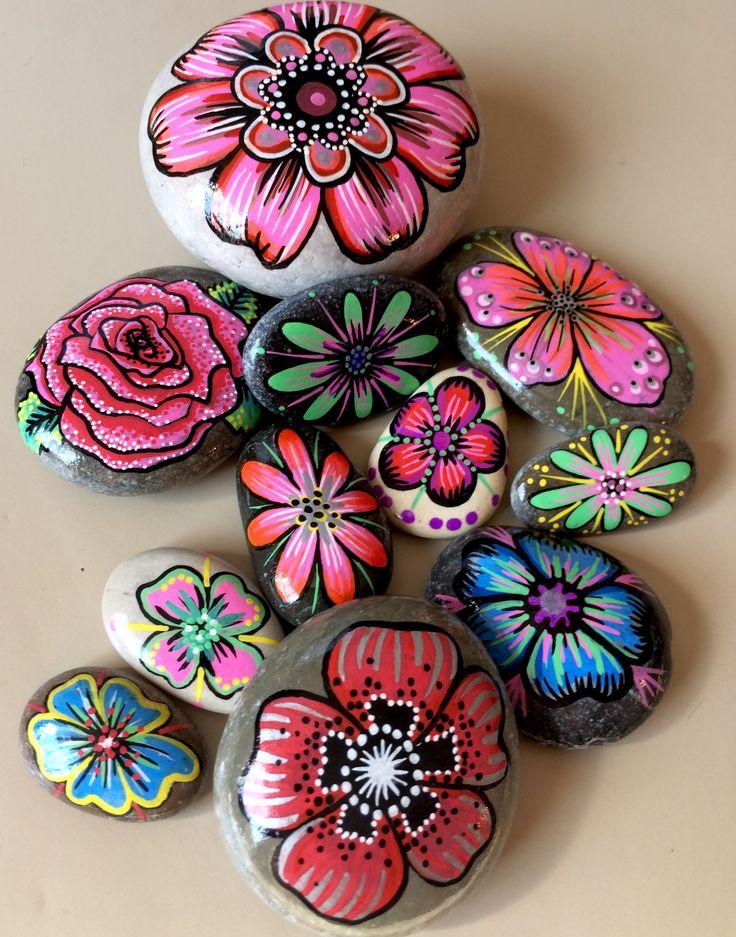 les 98 meilleures images du tableau fleurs rocks sur pinterest peinture sur cailloux cailloux. Black Bedroom Furniture Sets. Home Design Ideas