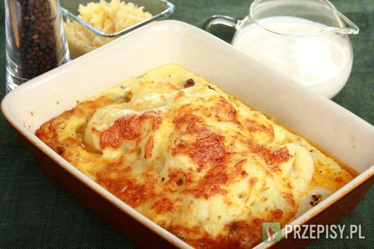 Kalafior podgotuj, mięso dopraw przyprawą Delikat Knorr i podsmaż. Przygotuj sos serowy: śmietankę wymieszanej z jajkami, startym serem oraz odrobiną soli i pieprzu. Posmaruj naczynie żaroodporne masłem. Następnie ułóż w nim mięso i kalafiora. Całość zalej przygotowanym sosem serowym i zapiekaj ok. 30 minut w piekarniku nagrzanym do 200 stopni. Podawaj gotowe danie z ciabattą oraz sałatą.